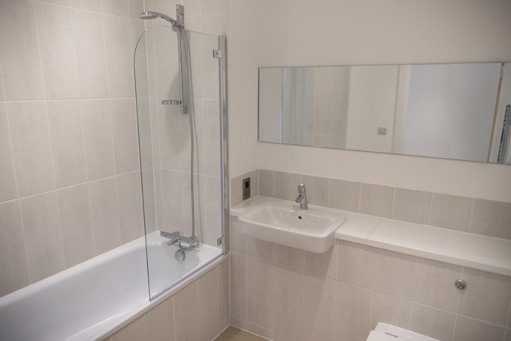 59 Hilton SE10 9QZ – Bathroom1 – (002)