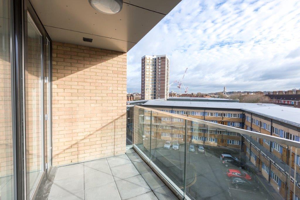59 HiltonSE10 9QZ – balcony –